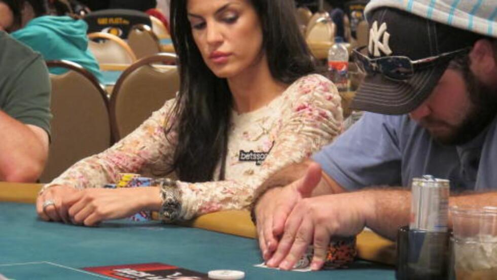 GOD: Aylar gjorde det veldig bra på dag én av poker-VM. Foto: Vegard Kristiansen Kvaale