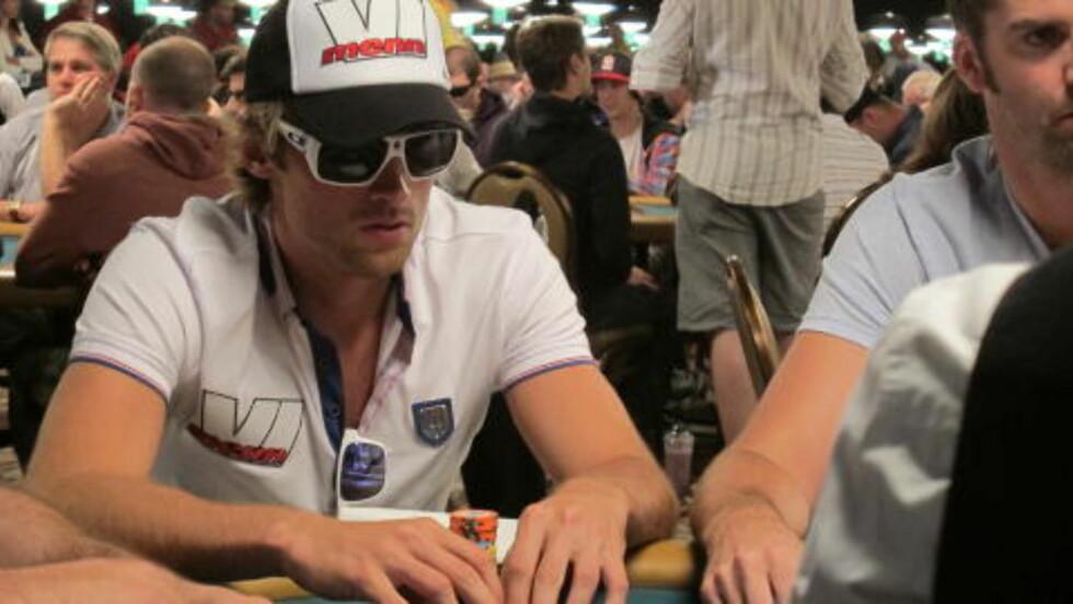 SPILLER FORTSATT: Skiesset Petter Northug spilte dag to i poker-VM i Las Vegas. Foto: Vegard Kristiansen Kvaale