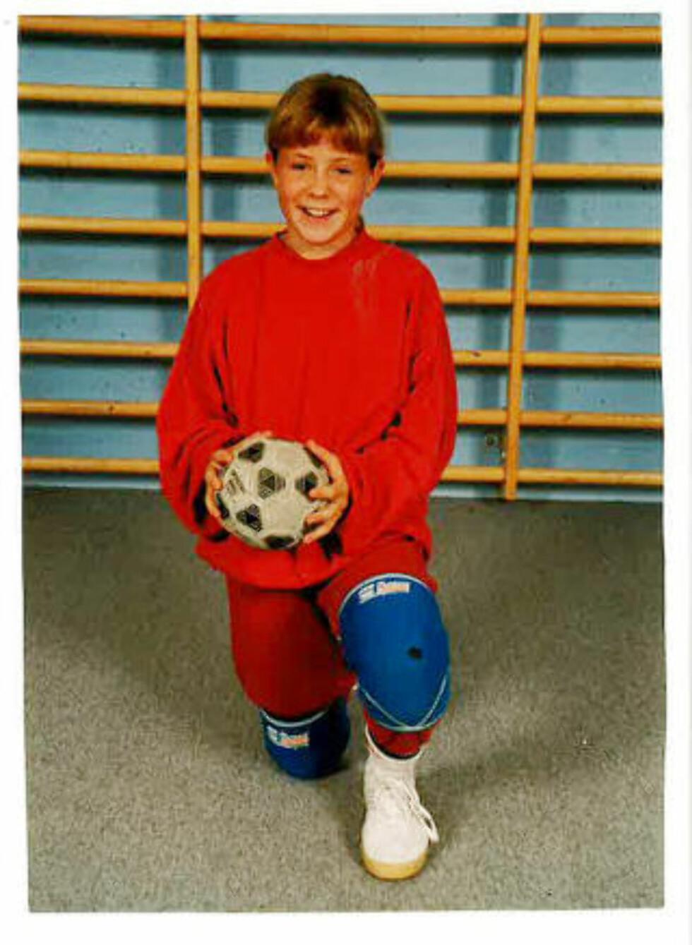 HÅNDBALLJENTE: Musikk og idrett har alltid stått sentralt i Lene Alexandras liv. Her er hun på håndballcup i Skien som 10-åring. Foto: Privat