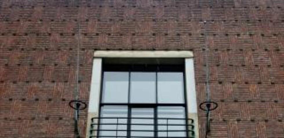 TEGL: Kunstnernes Hus er støpt i betong, men det er kledd i tegl, lagt i mønster. Foto: Eirik Helland Urke / Dagbladet