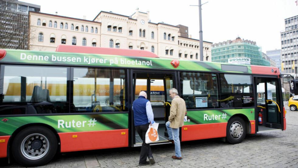 YNGRE SJÅFØRER: Regjeringen ønsker å la yngre sjåfører kjøre buss. Foto: Kyrre Lien / SCANPIX