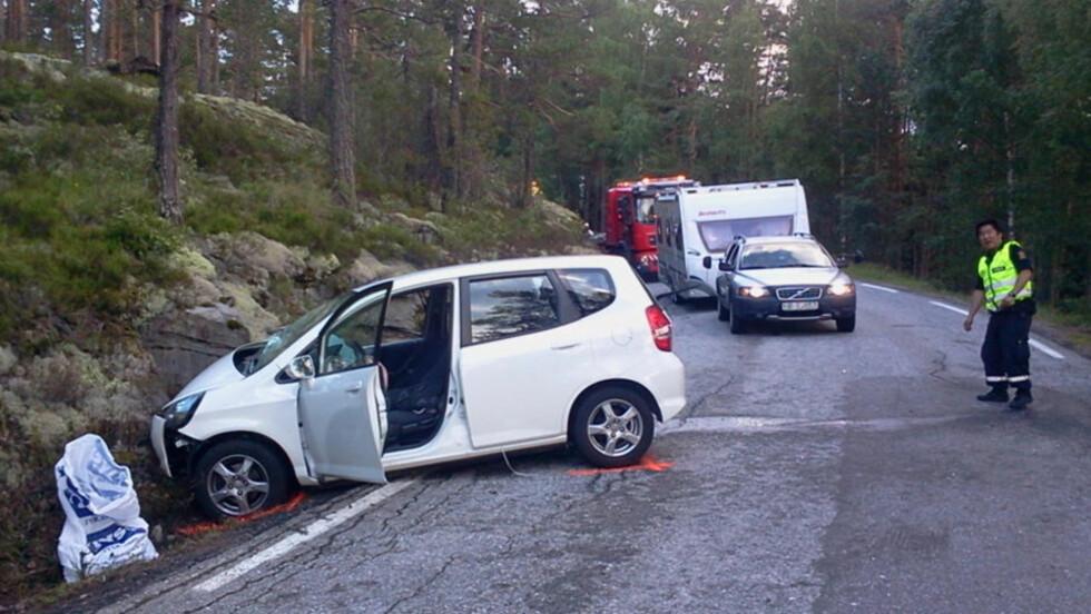FIRE ALVORLIG SKADD: En mann stakk av fra en trafikkulykke der fire personer ble alvorlig skadd. Foto: Ole Christian Nordby