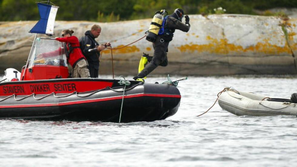 LETTE I FLERE DAGER: Over 20 dykkere var involvert i søkene etter Per-Erik Burud, som ble avsluttet på søndag. I går ble han funnet i vannet av en kvinne. Foto: Eirik Helland Urke