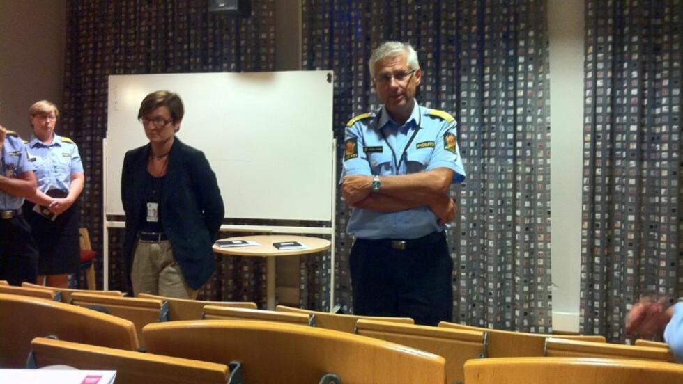 PRESSEKONFERANSE: Fungerende politimester Sveinung Sponheim i Oslo politidistrikt forteller at hendelsesforløpet under massakren på Utøya fortsatt er uklart, men at det er over 80 bekreftet døde. Foto: Øistein Norum Monsen