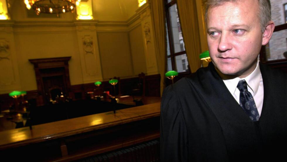 HENLEGGER: Førstestatsadvokat Jørn Maurud har valgt å henlegge saken mto de pensjonerte polititjenestemennene som overvåket for den amerikanske ambassaden. Foto: Tor Richardsen / SCANPIX