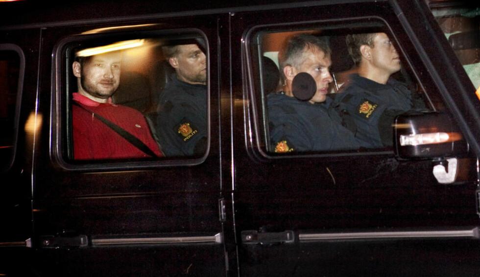 SIKTET: Anders Behring Breivik på vei tilbake til Ila fengsel etter avhør på politihuset i Oslo. Han har ikke uttrykt anger under avhør og har forklart seg helt rolig om hvordan han kaldblodig planla og myrdet 77 mennesker. Foto: Nina Hansen / Dagbladet