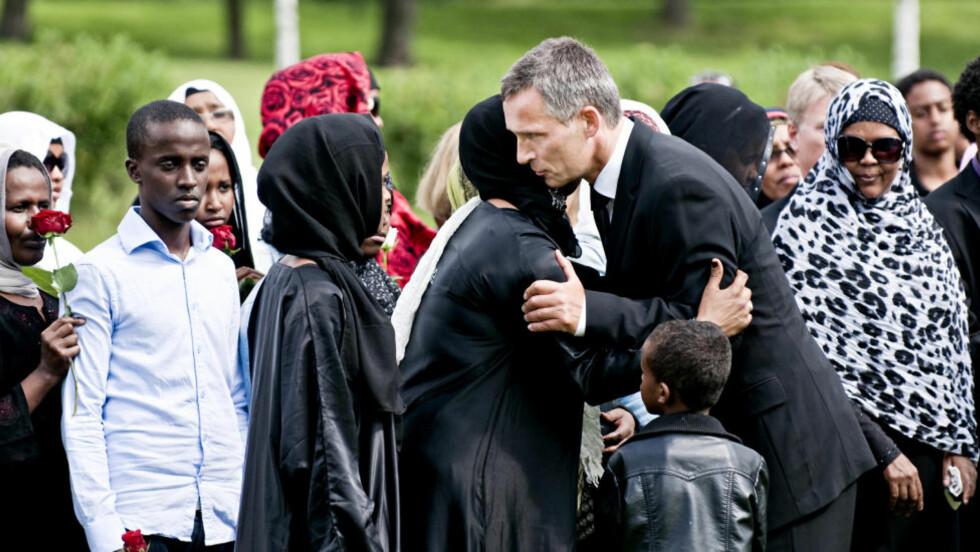 DELTOK: Statsminister Jens Stoltenberg var tilstede under begravelsen til Utøya-offeret Mona Abdinur (18). Foto: Benjamin A. Ward/Dagbladet
