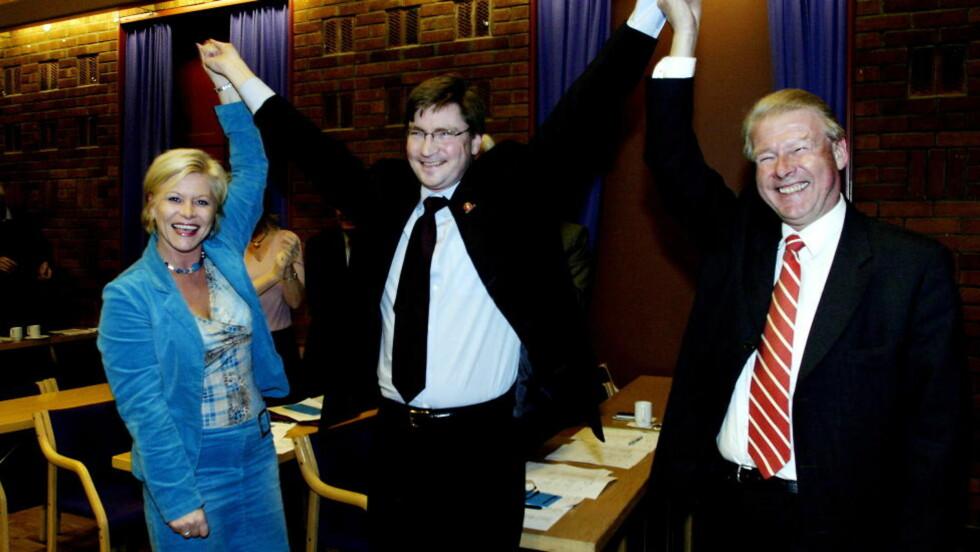 HOLDER FAST: Christian Tybring-Gjedde (Frp) holder fast på kritikken av det han mener er totalitære eller antidemokratiske krefter i flere innvandrermiljøer, men beklager ordene han har brukt. Her er han sammen med partileder Siv Jensen og partiveteran Carl I. Hagen. Foto: Kristin Svorte/Dagbladet  Foto SVORTE/KRISTIN Dagbladet