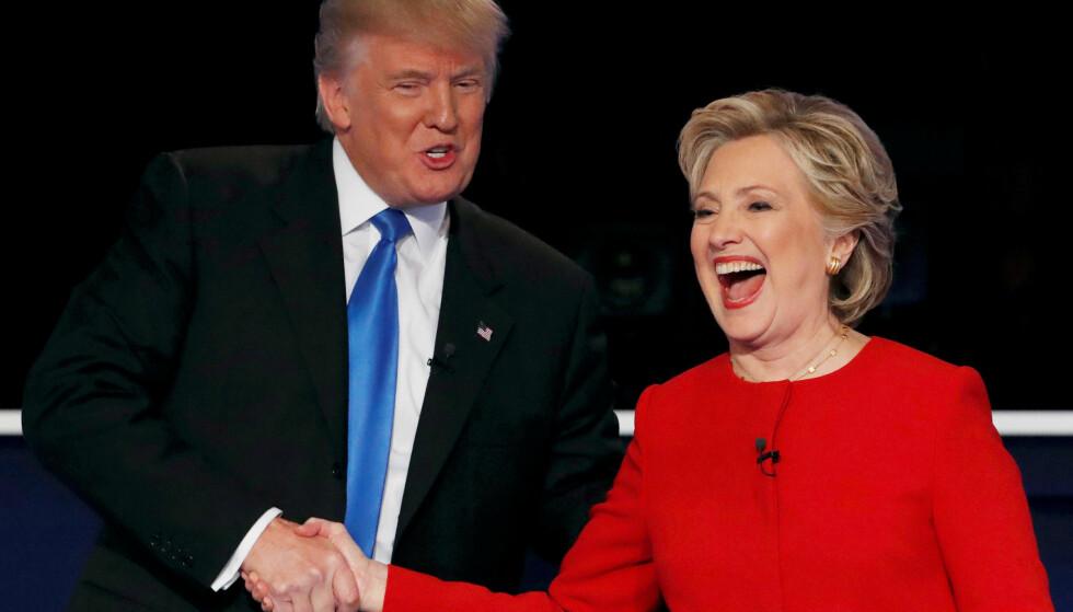 GEMYTTLIG: Donald Trump og Hillary Clinton holdt det relativt sivilisert seg imellom under den første presidentdebatten. Det er ikke sikkert skjer neste gang. Foto: REUTERS/Mike Segar/NTB scanpix