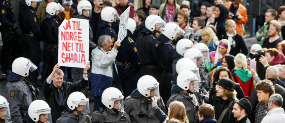 EKSTREME YTRINGER:  Bør rasismeparagrafen brukes oftere i Norge? Og bør den endres til å omfatte ytringer som «fører til hat»? Bildet er fra en demonstrasjon i Oslo i regi av Norgespatriotene. Foto: Håkon Mosvold Larsen / SCANPIX