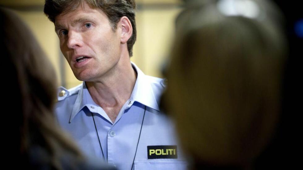 MANGE SPØRSMÅL: Politiadvokat Pål-Fredrik Hjort Kraby sa på en pressekonferanse tidligere i dag at politiet har fått mange spørsmål angående hvorfor de ikke ringte Breivik opp igjen fredag 22. juli. Han forklarer at de ikke fikk noe telefonnummer opp på displayet, og nå jobber med å finne ut hvilken telefon Breivik ringte fra. Foto: Tomm W. Christiansen/Dagbladet