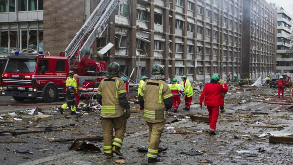 KRIGSSONE: Slik så det ut i Regjeringskvartalet, etter at Anders Behring Breivik hadde detonert ei bombe der. Åtte ble drept. Foto: Berit Roald / Scanpix