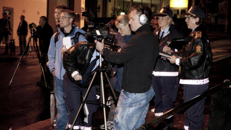 REKONSTRUKSJON: To sentrale vitner var på Bislett i kveld for å gjennomføre en rekonstruksjon av hendelsesforløpet den kvelden Einar Opsahl ble skutt og drept. Foto: Uffe Frandsen