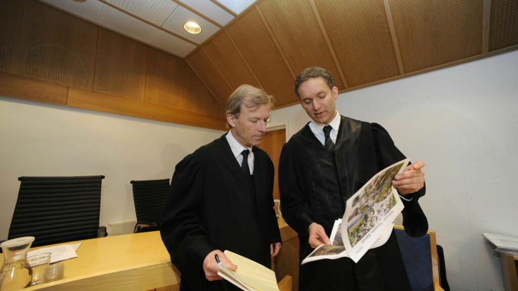 PROSEDYRER: Statasadvokat Carl Fari (til høyre) holder sine prosedyrer og mener Nyfløt og Kahn bør dømmes for overlagt drap. Foto: John T. Pedersen/Dagbladet
