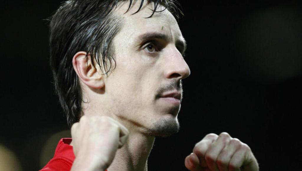 BURY-GUTT: Gary Neville har lagt opp og nevnes som en mulig ny manager i Bury, en klubb faren Neville Neville tidligere var med og styrte som direktør. Foto: AP/Jon Super