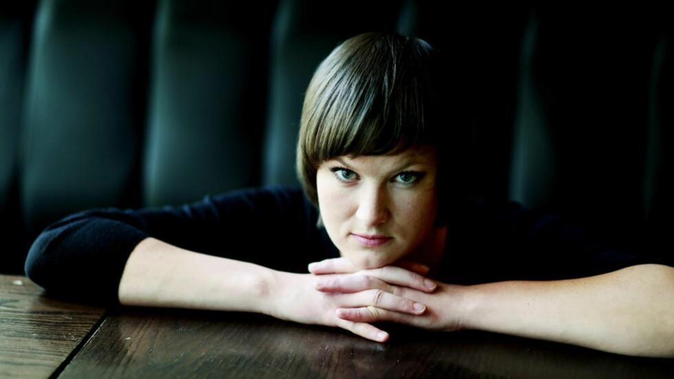 SKARP: Agnes Ravatn befester sin stilling som en av Norges vittigste og skarpeste skribenter. Foto: SIV JOHANNE SEGLEM