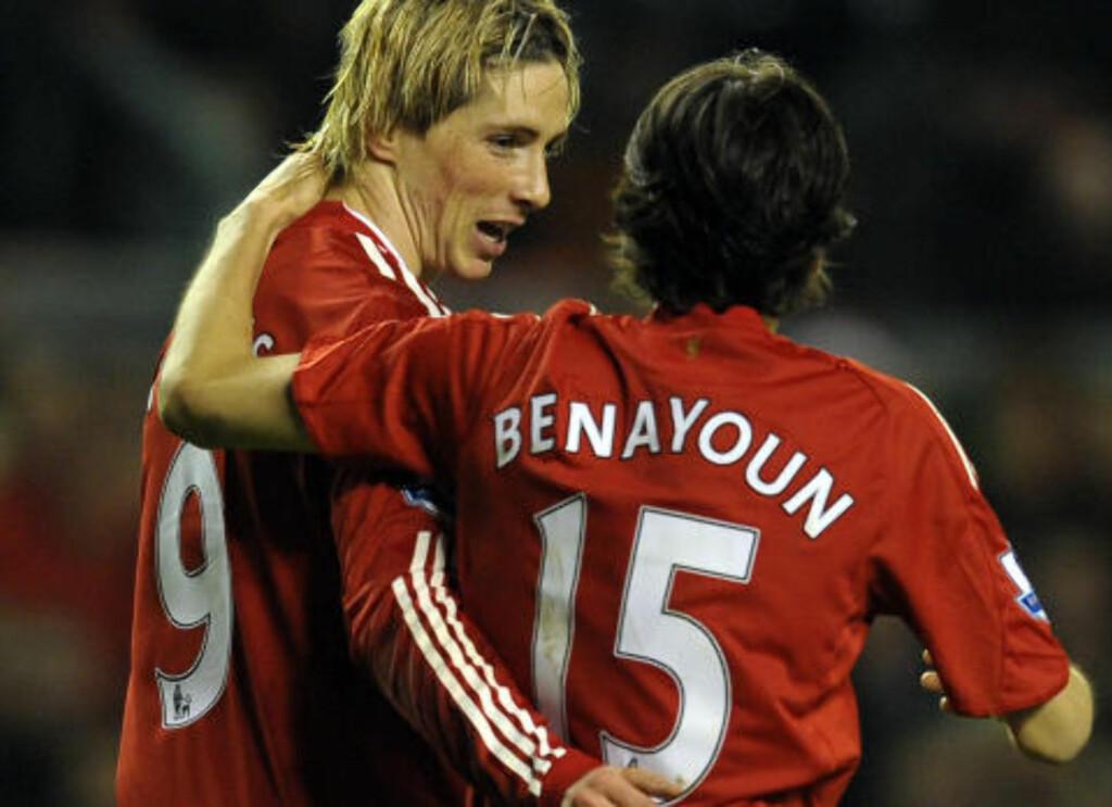GAMLE VENNER: Yossi Benayoun mener han bør spille fast for Chelsea, fordi han vet hvordan Torres skal spilles fram foran mål. Israeleren har vært skadd store deler av sesongen. Foto: AFP/PAUL ELLIS