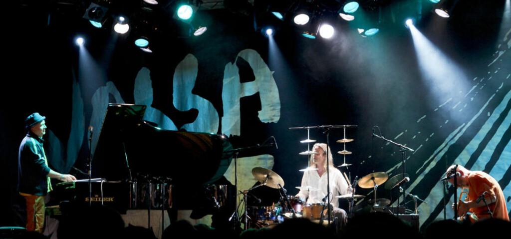 GJENFORENT: Jøkleba — fra v. Jon Balke, Audun Kleive og Per Jørgensen - med vellykket come back på Vossa Jazz i går kveld. Foto: Terje Mosnes