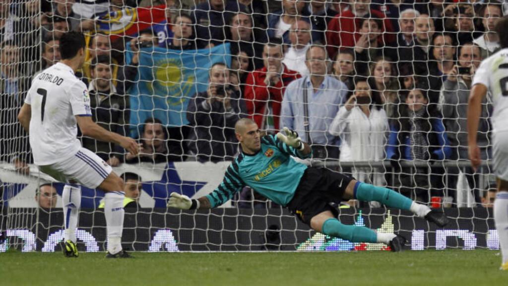 SIKKERT: Ronaldo var, som Lionel Messi, iskald fra straffemerket og utlignet for Real Madrid. Foto: Reuters / Juan Medina / Scanpix