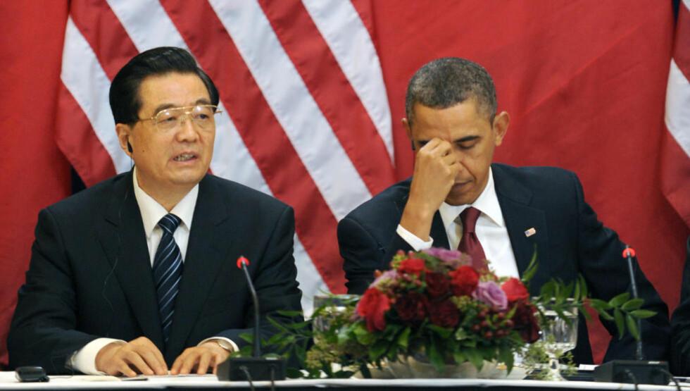 GJELDSHODEPINE: Kinas president Hu Jintao føler seg trygg på at USAs president Barack Obama den amerikanske kongressen vil håndtere budsjettkrisen uten at statsobligasjonene taper verdi. Foto: AFP  / Tim Sloan / Scanpix