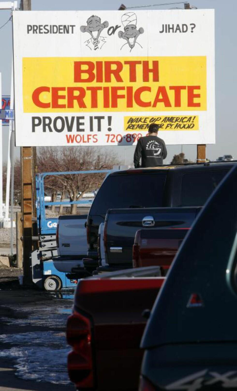 KREVER BEVIS:Flere amerikanere krever at Obama skal offentliggjøre den fødselsattesten sin. Foto: AP / David Zalubowski / Scanpix