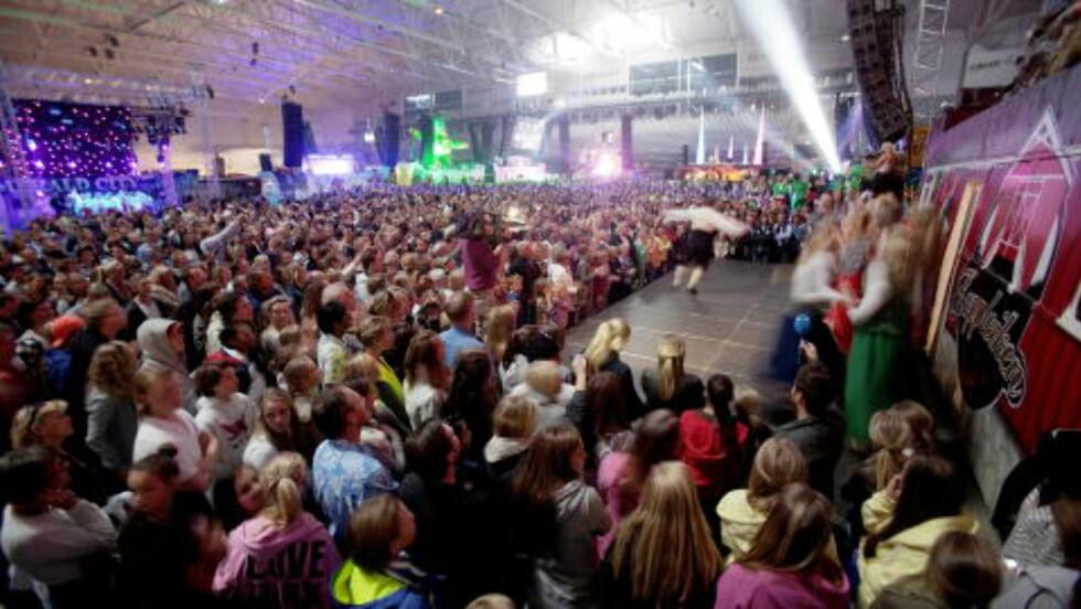 STORT PUBLIKUM:  Rybaks siste låt ble spilt foran 6000 elleville russ. Foto: Stian Lysberg Solum / SCANPIX