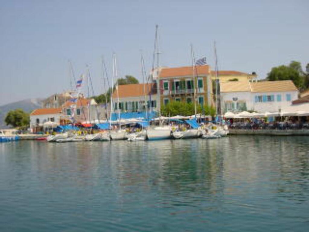 KEFALONIA: Øya Kefalonia i Hellas er et godt mål for bryllupsreisen, og fortsatt ikke for turistifisert. Foto: ODD Ø.