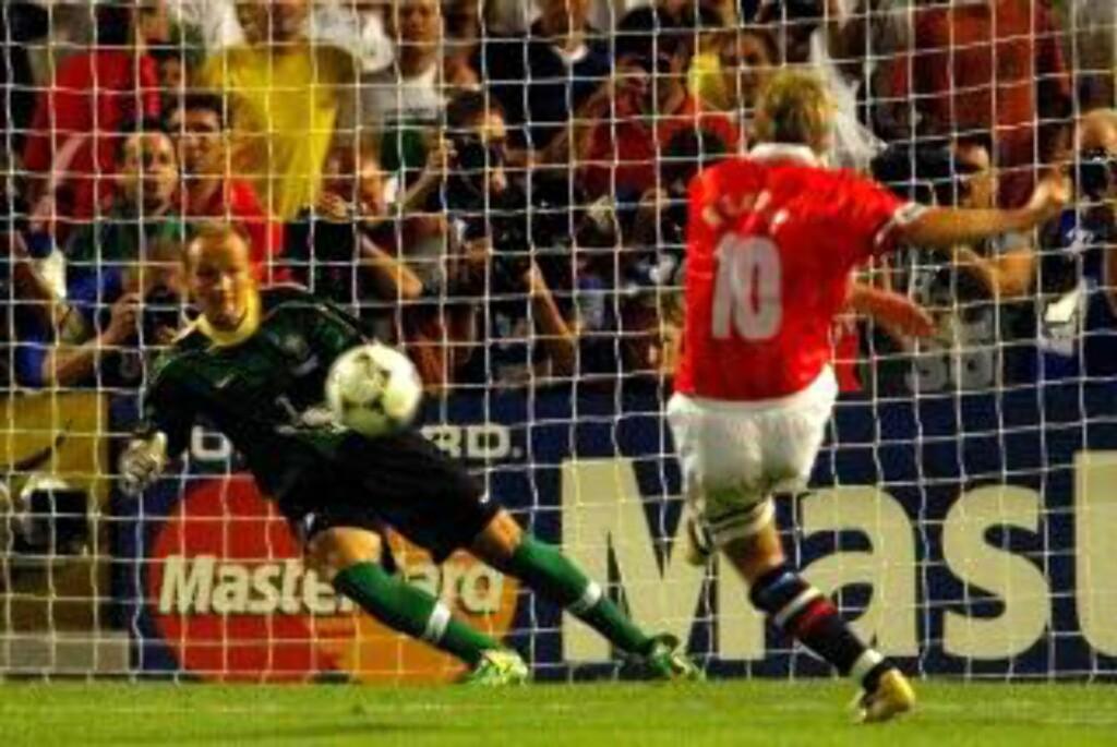 STORT ØYEBLIKK: Seieren over Sverige rangeres av flere som på linje med da Kjetil Rekdal avgjorde for Norge mot Brasil i fotball-VM i 1998.Foto: SCANPIX/AP/Michel Euler