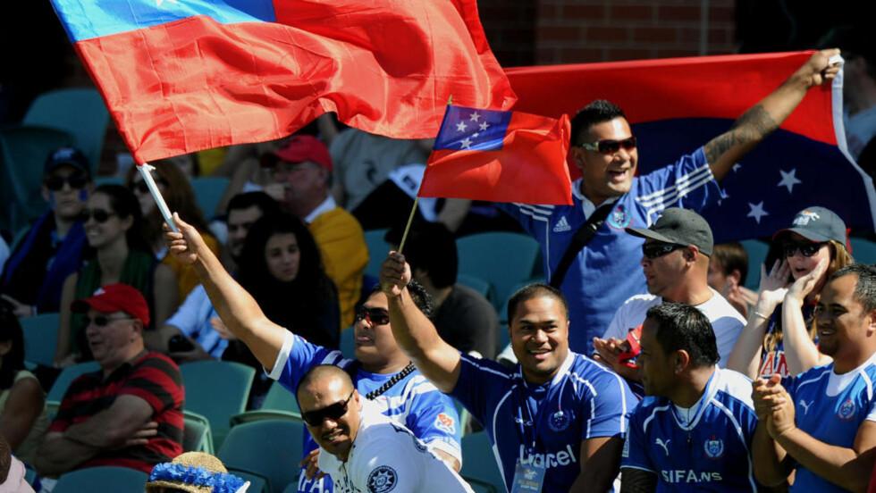 BYTTER SIDE: Samoa skal hoppe fra østsiden til vestsiden av datolinjen. Bildet er fra en kvartfinalekamp mellom Australia og Samoa tidligere i år. Foto:Scanpix/AFP PHOTO/Greg Wood