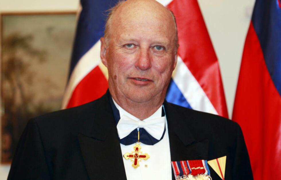 UTTALTE SEG: Kong Harald er for tida på statsbesøk i Slovenia, men ga tidligere i dag en kort uttalelse i forbindelse med Krigskors-saken. Foto: LISE ÅSERUD/SCANPIX