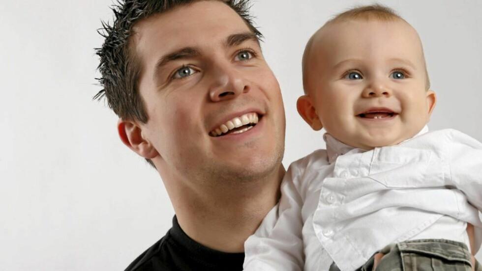 FÅR FLERE UKER: Fra 1. juli kan nybakte pappaer glede seg over 12 ukers fedrekvote. Mødre har bare forbeholdt ni uker, mens resten av permisjonen fordeles fritt. FOTO: Istockphoto