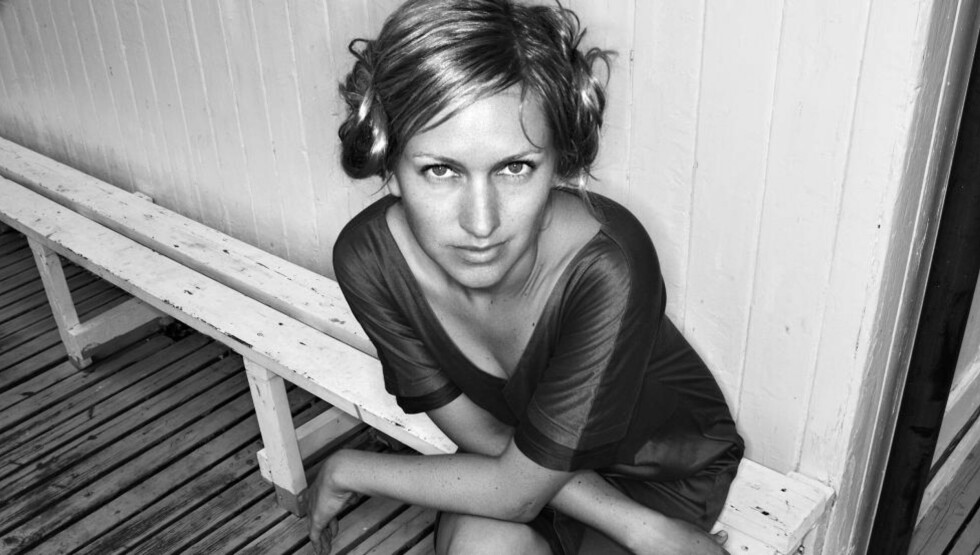 SELVBIOGRAFISK: Edy Poppy, pseudonym for Ragnhild Moe, skriver tidvis selvbiografisk i sin nye novellesamling. Foto: GYLDENDAL
