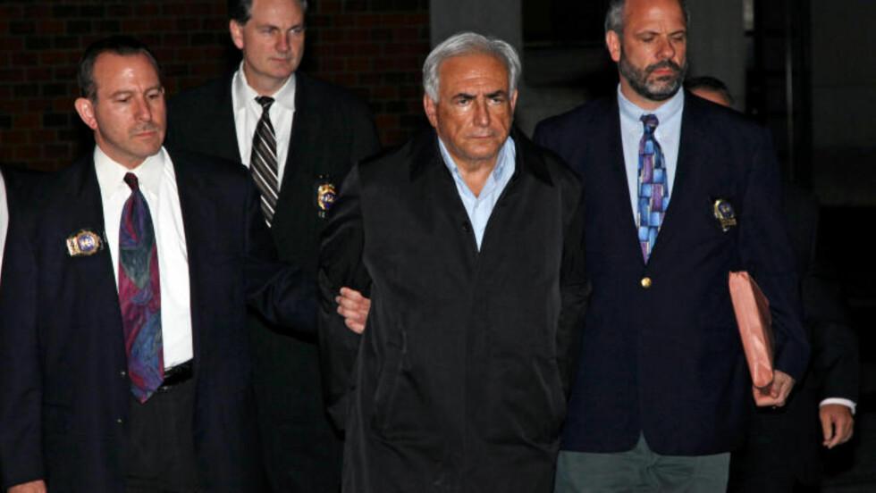 PÅGREPET: Den mektige IMF-sjefen Dominique Strauss-Kahn (62) sitter nå fengslet i enecelle på 3,5 ganger 4 meter på den beryktede fengselsøya Rikers Island i East River i New York. Han ble pågrepet og siktet for voldtektsforsøk av en stuepike på luksushotellet Sofitel. Foto: AP Photo/Craig Ruttle/Scanpix