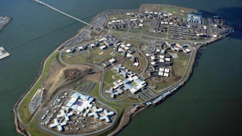 SONER HER: Den beryktede fengselsøya Rikers IslandI East River i New York. Foto: AP Photo/Julia Robertson/Scanpix