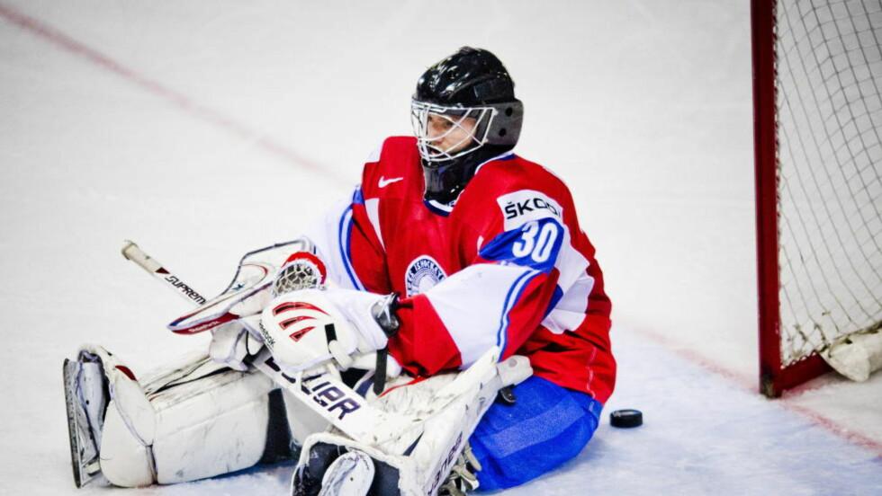 FÅR SJANSEN I ØST: Lars Haugen fikk sitt definitive gjennombrudd i VM i Slovakia. Nå er han klar for russisk hockey og Dinamo Minsk. På bildet har han akkurat sluppet inn en puck mot Finland i kvartfinalen.Foto: Thomas Rasmus Skaug / Dagbladet