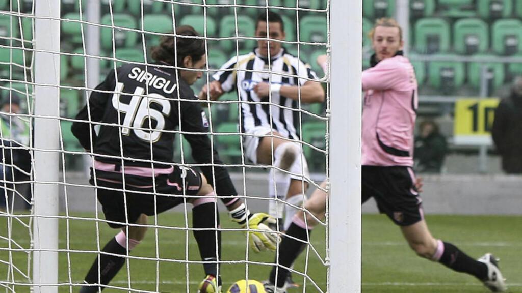 SCORET FIRE MOT PALERMO: Alexis Sanchez ble virkelig lagt merke til med sine fire mål i 7-0-seieren i februar, på Sicilia. Foto: AP/Anastasi Davide/ SCANPIX