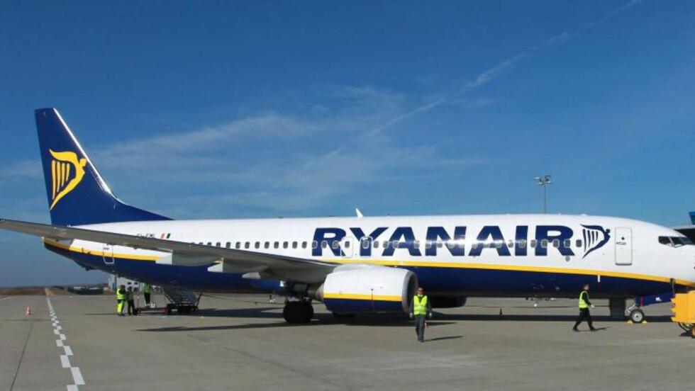 FLØY GJENNOM ASKESTENGT LUFTROM:  Ryanair. Foto: SCANPIX/  EPA/JENS WOLF