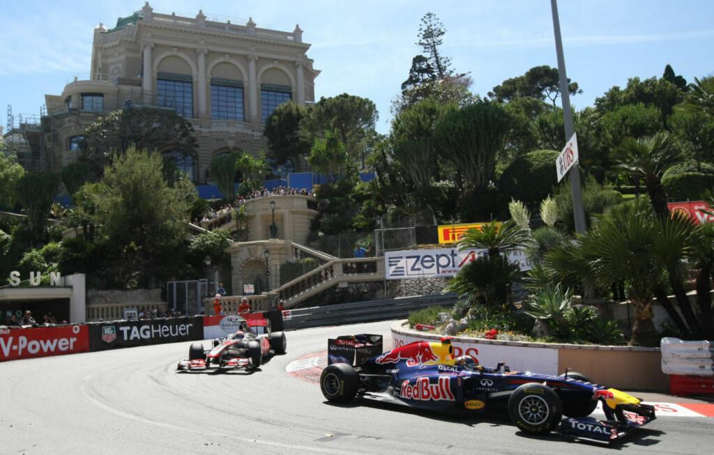 DRAMATISK: Sebastian Vettel (t.h.) holdt unna for Jenson Button og de andre forfølgerne i et tett og dramatisk Monacos Grand Prix.Foto: SCANPIX/AP Photo/Claude Paris