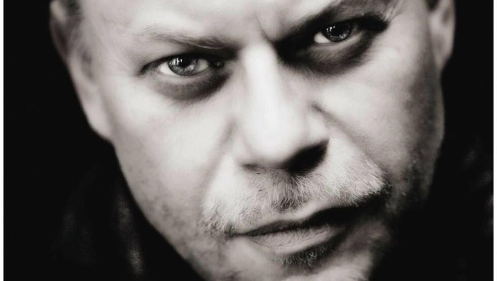 GOD DANSKE: Hvis du liker thrillere, er Steffen Jacobsen et navn du burde notere deg med en eneste gang, mener anmelderen. Foto: ASCHEHOUG