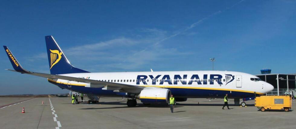 FEILINFORMERER: Flyklagenemnda feilinformerer passasjerene om hva de har krav på i kompensasjon, hevder pressesjef i Ryanair Stephen McNamara, og sier Ryanair arbeider innenfor de rettslig bindende vilkårene som passasjerene går med på når de booker billett, og også EU-forordningen. Foto: JENS WOLF/EPA/SCANPIX