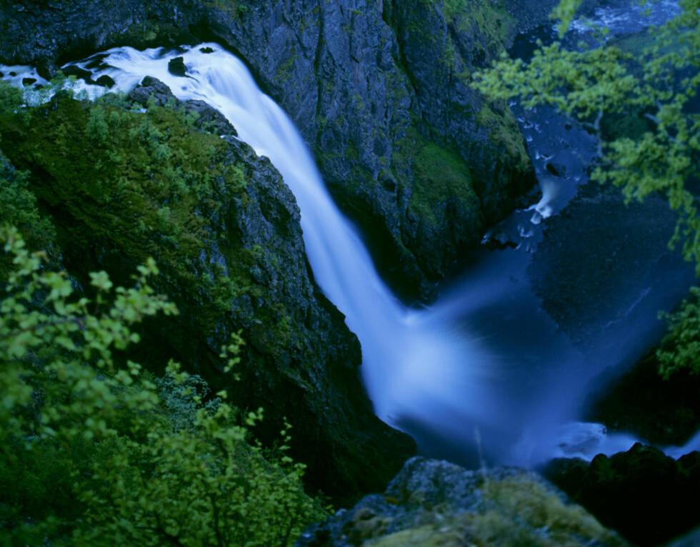 OMKOM I VØRINGFOSSEN: Her er et bilde av Vøringfossen og Måbødalen. Her skal en person ha omkommet etter et fall. Arkivfoto: Willy Haraldsen / Scanpix