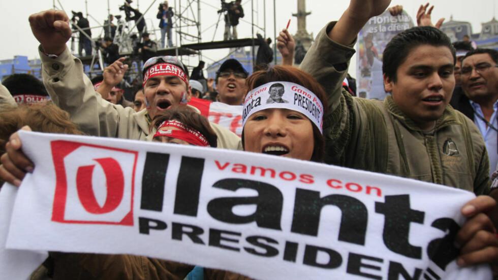 FEIRING I LIMA: Tilhengere av presidentkandidat Ollanta Humala feirer en trolig valgseier i hovedstaden Lima. Foto: AP Photo/Martin Mejia