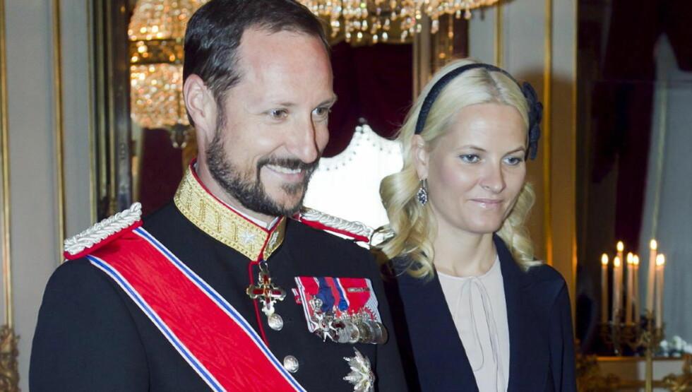 MØTER ALIJEV: Kronprins Haakon er på besøk i Aserbaidjan, der han møter landets diktator Ilham Alijev. Her fotografert for en uke siden, i anledning statsbesøket fra Luxembourg. Foto: Heiko Junge / Scanpix