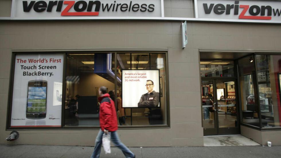 - KNAPT MÅLBART:  En fotgjenger i Seattle i USA passerer en telebutikk med trådløst i firmalogoen. ILLUSTRASJONSFOTO: TED S. WARREN, AP/SCANPIX.