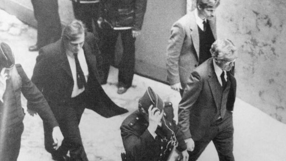 NORGES STØRSTE SPIONSAK: Ingen nordmenn verken før eller siden har fått en så hard straff for spionasje. Sikkerhetsopplegget var stramt da Arne Treholt ble stilt for retten i 1985.