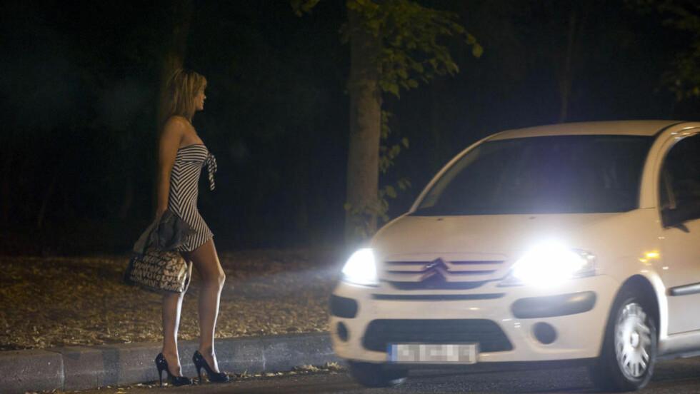 PENGER OG SEX:  Ifølge danske forskere er det ikke bare pengene som er drivkraften når folk velger å selge kroppen sin. Illustrasjonsfoto: AFP PHOTO / BERTRAND LANGLOIS