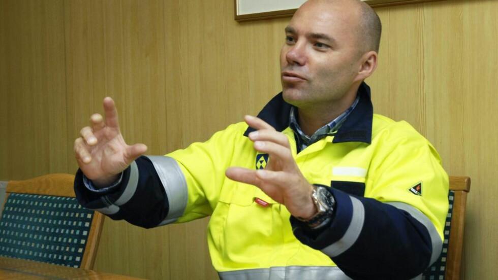 Aluminiumsdirektør: Alcoa-sjef Roy Hammer (45) har ikke søkt om å få bygge aluminiumsverk drevet på gass i Finnmark. Her er han fotografert under et besøk på Alcoas aluminiumsverk i Mosjøen. Foto: Torild Wika/Helgeland Arbeiderblad