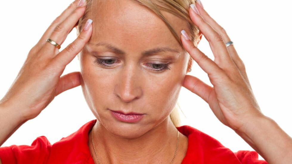 FRYKTELIG PLAGSOMT: Kvinner er vesentlig mer utsatt for migrene enn menn. Nå har forskerne funnet genvariasjoner som kan forklare hvorfor. Foto: COLOURBOX