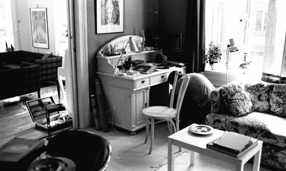 RANSAKING: Politiet ransaker Arne Treholt og Kari Storækres leilighet i Oscars gate i august 1983. Foto: POT/SCANPIX