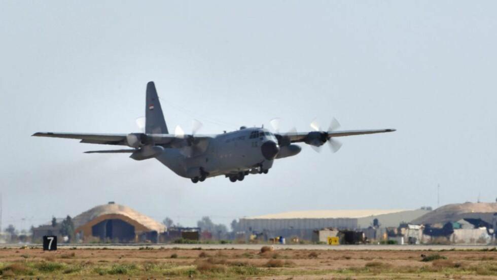 FLØY INN PENGESEKKER: Kontantbeløp i milliardklassen ble fraktet inn i Irak med Hercules transportfly. Nå er store deler av pengene sporløst borte. Foto: Staff Sgt. Michael R. Holzworth / Scanpix